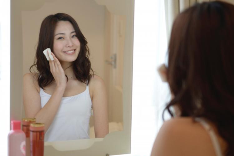 筋肉の血流が良くなり顔色が良くなる。トレーニングの効果で肩こりの原因である筋肉のこりが解消され結果的に顔色が良くなることがあります。