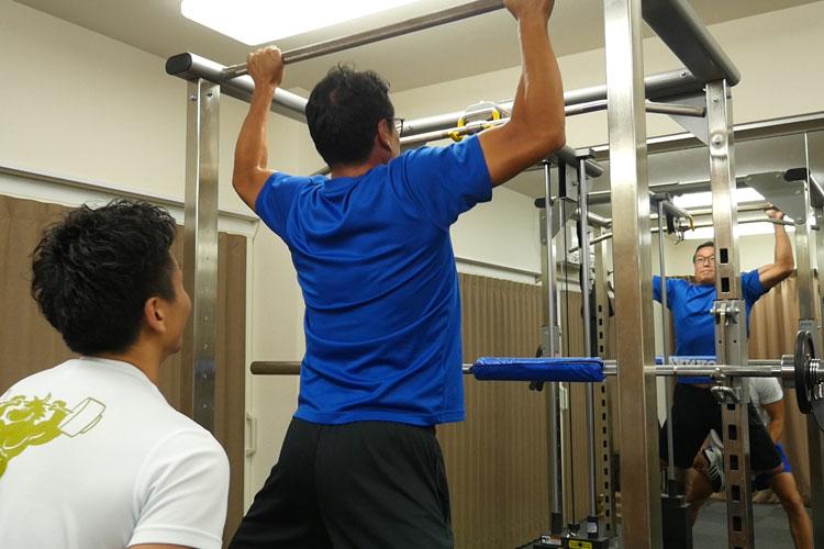 WOLFでのトレーニングはフリーウエイトでのパーソナルトレーニング